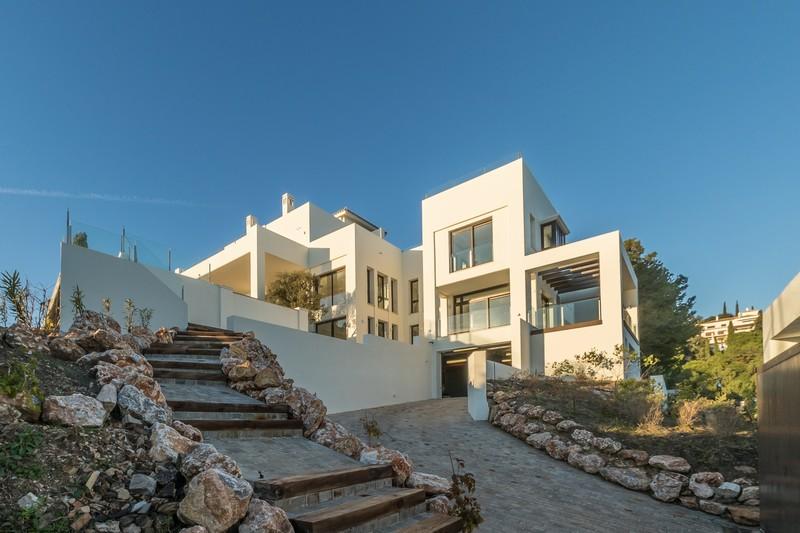Moderne luxe villa in los monteros marbella - Moderne entreehal ...