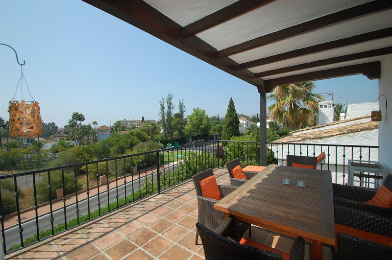 3 bedroom 2 bathroom penthouse in Golf Valley, Nueva Andalucia, Marbella