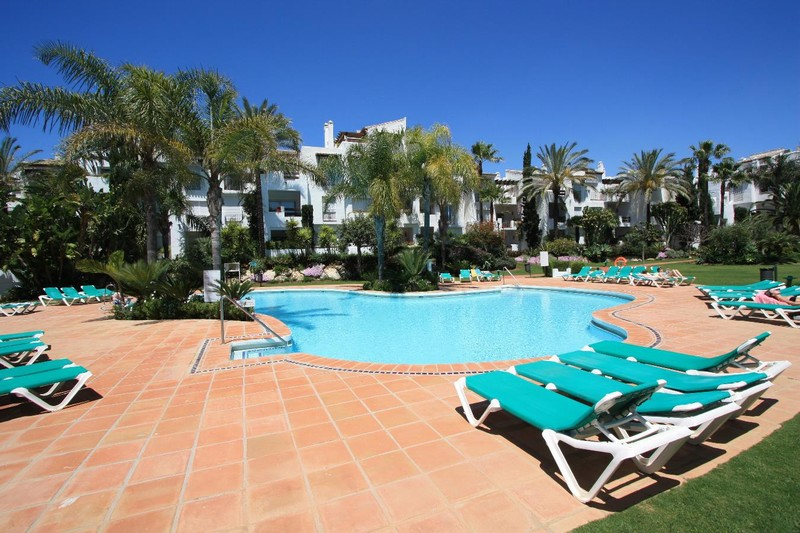 2 bedroom apartment close to the beach between Marbella and Estepona for 193,000 Euros