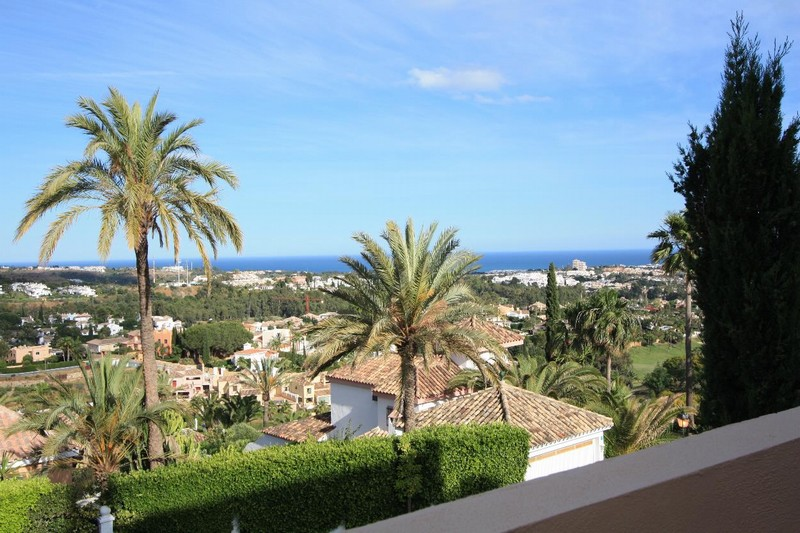 Marbella - Luxury raised ground floor apartment in Nueva Andalucía with large terrace and views to the sea.