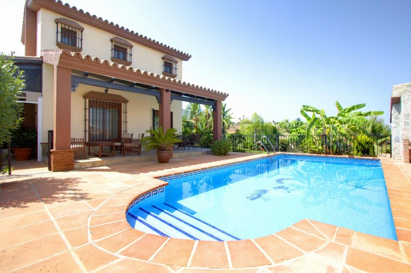 Lovely family villa in Alhaurin el Grande reduced for quick sale