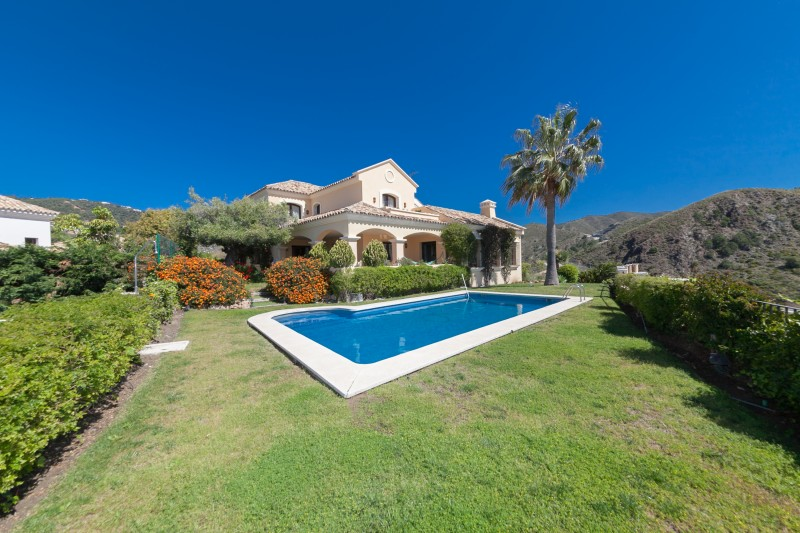 Rustic style family villa at La Quinta Golf near Marbella