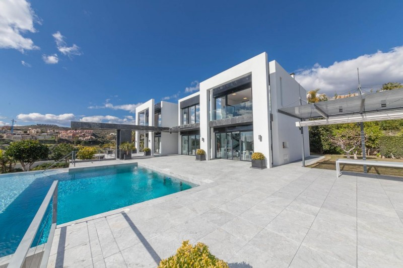 Contemporary family 4 bedroom villa at la Alqueria close to Marbella