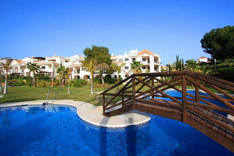 2 bedroom apartment in Las Mimosas, Puerto Banus within walking distance to all the action.