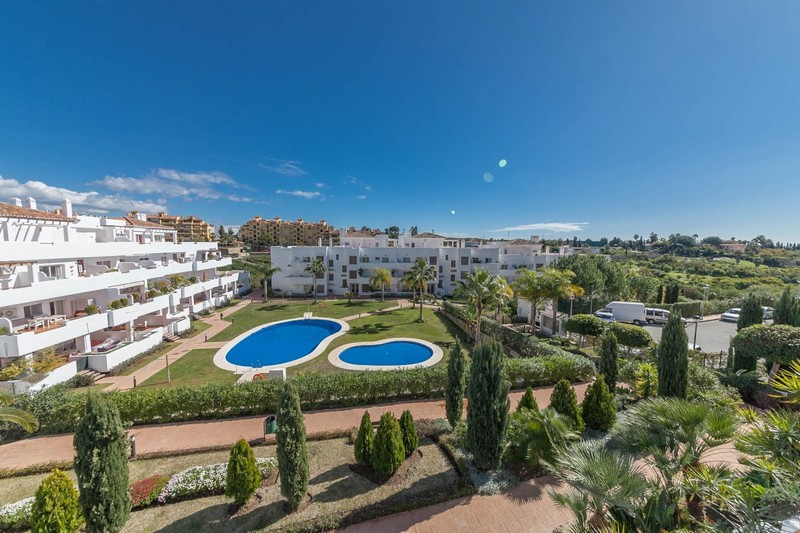 Estepona Property - Exceptional space for the money is the unique selling feature of this apartment