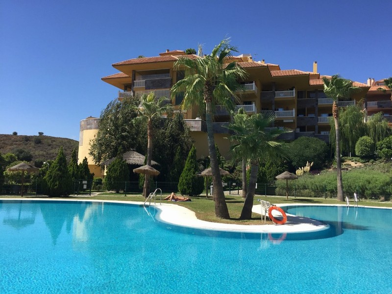 Benalmadena - 2 bedroom 2 bathroom apartment with open views at El Higueron
