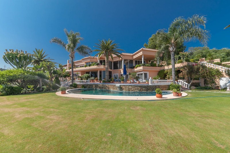 Villa with Hollywood glamour in Calahonda
