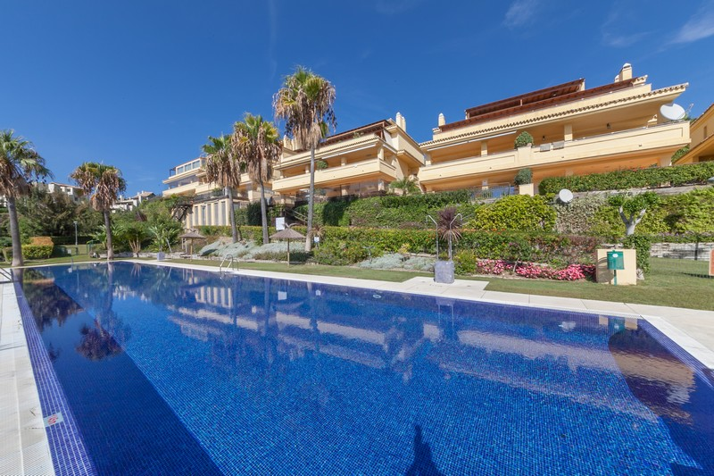 Luxury Marbella apartment, sea views and easy access to the town and beaches.