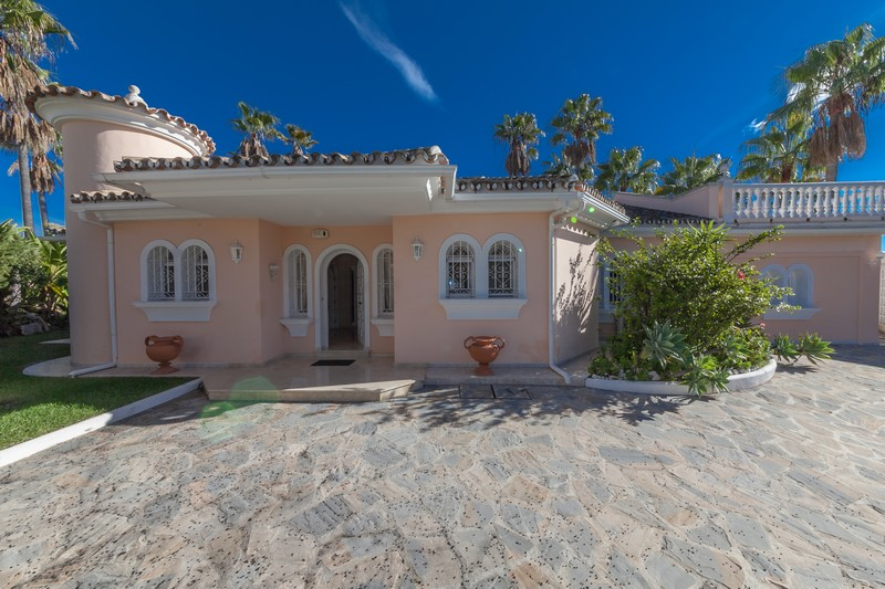 Detached bungalow style villa in Elviria, Marbella