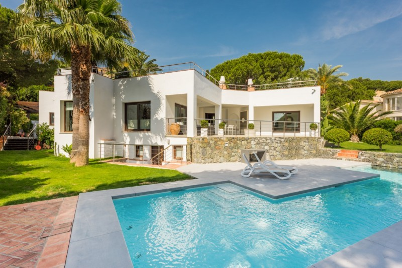 Contemporary style villa for sale in Nueva Andalucia, Marbella