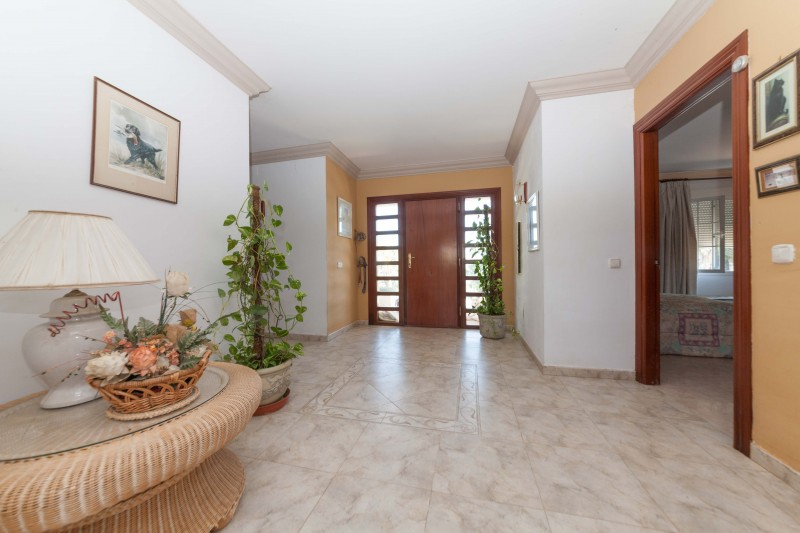Spacious hallway in the country villa for sale in Monda