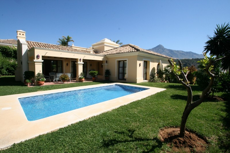 Marbella property - Family villa situated in Nueva Andalucia's Golf Valley