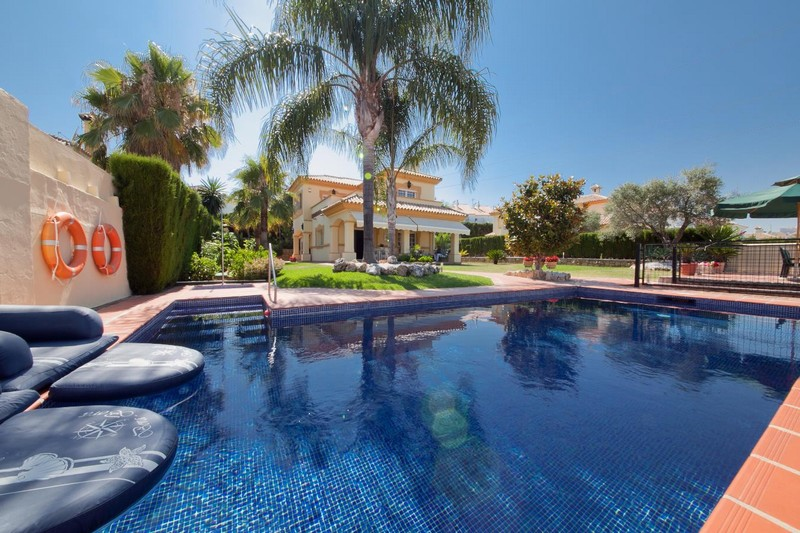 Reduced price immaculate villa between Marbella and Estepona