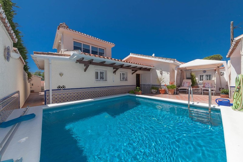 Villa with private pool in Marbella for 299,950 Euros