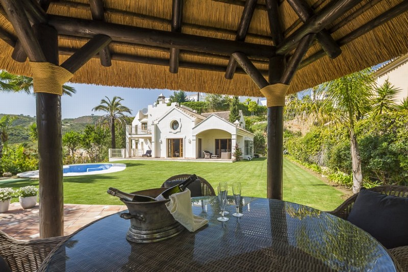 Beautifully appointed classical villa on the New Golden Mile with easy access to Estepona, Marbella and Puerto Banus