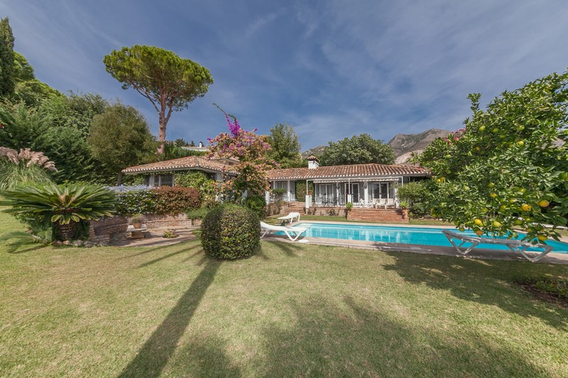 Rancho Domingo, Benalmadena villa on a double plot with sea views