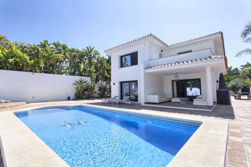 Marbella villa, walking distance to the beach at Los Monteros